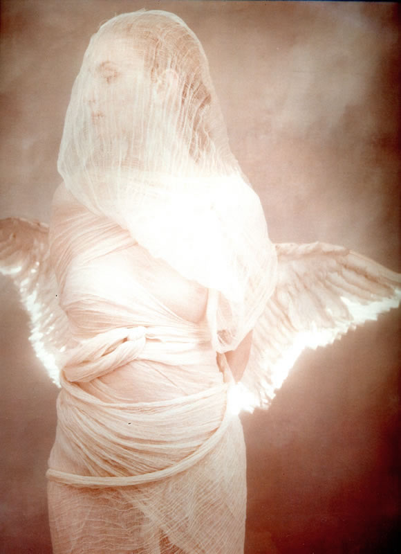 angel_with_lit_wings_800