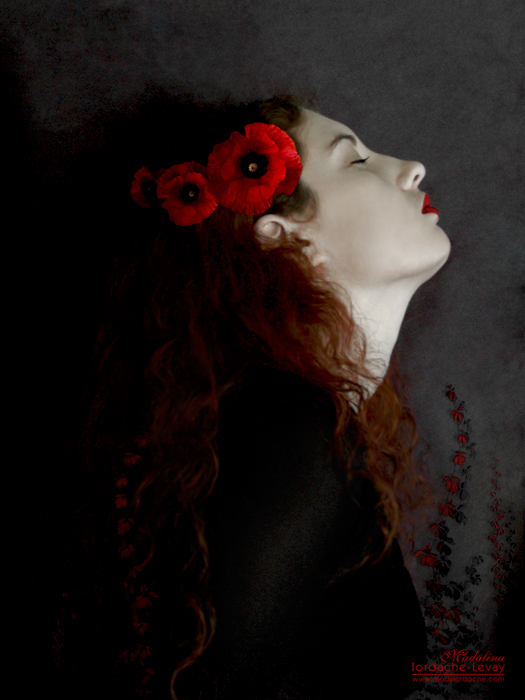selfportrait_with_poppies_by_temporary_peace1